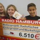 """Ein riesiger Scheck von """"Hörer helfen Kindern"""". Danke!!!"""