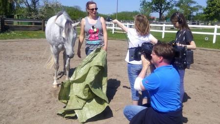 Mit Tiertrainerin Daniela Roock von der Tierfimzentrale