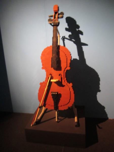 Cello aus LEGO